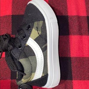 New kids Camo skate sneakers